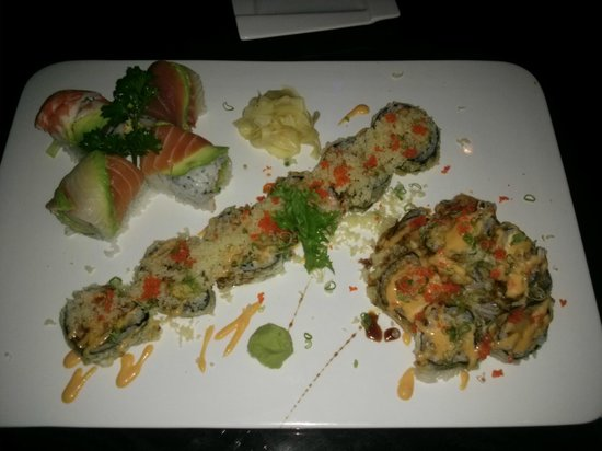 Liverpool, Nueva York: Rainbow Roll, Fried Seafood Roll, and Volcano Roll