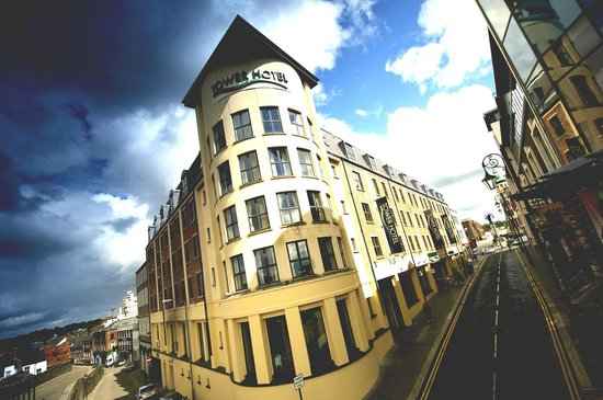 Tower Hotel Derry: Hotel Exterior