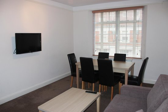 Endsleigh Court: 2 bedroom living room