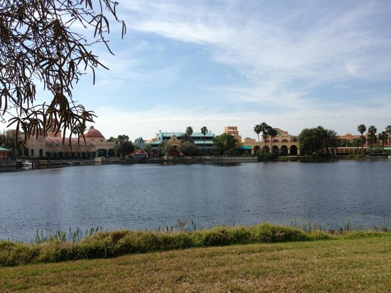 Disney's Coronado Springs Resort: Main hotel from a far