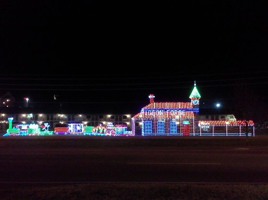 Westgate Smoky Mountain Resort: The whole town done up in Chrismas lights!