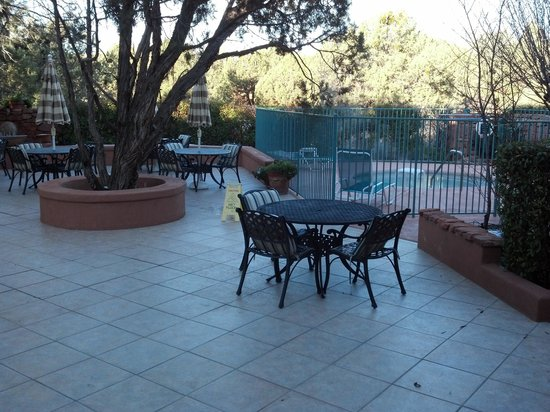 Casa Sedona Inn: Here's the patio and hot tub area.