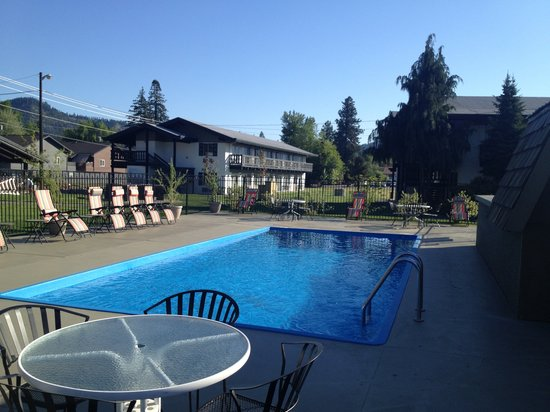 Der Ritterhof Motor Inn: Spring Time Pool FULL