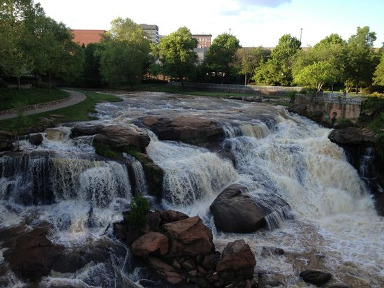 Hampton Inn &amp; Suites Greenville - Downtown: River outside of hotel