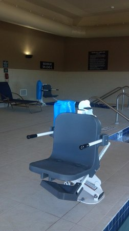 Beloit, WI: Handicap ammenities for both the whirpool and pool.  Is not a standard for all hotels.