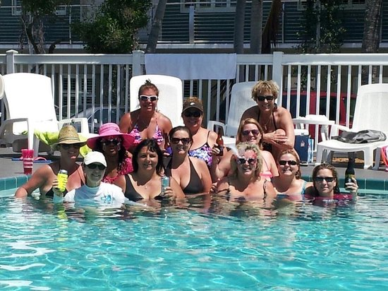 Blue Marlin Motel : Our group hanging out at the pool.