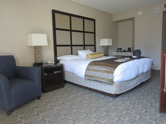 Hyatt Regency Montreal: Room with king size bed