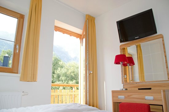 Obertraun, Austria: Room with flatscreen