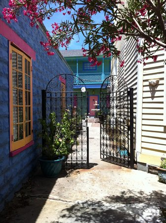 Creole Gardens Guesthouse Bed &amp; Breakfast: Creole Gardens Gate