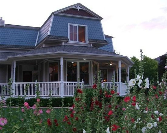 The Iron Gate Inn and Winery: Summer Hollyhocks adorn the Inn