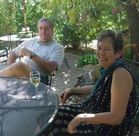 The Iron Gate Inn and Winery: Afternoon Wine on the Patio