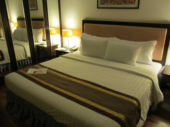 Bandara Suites Silom: Suite Room Bed Room