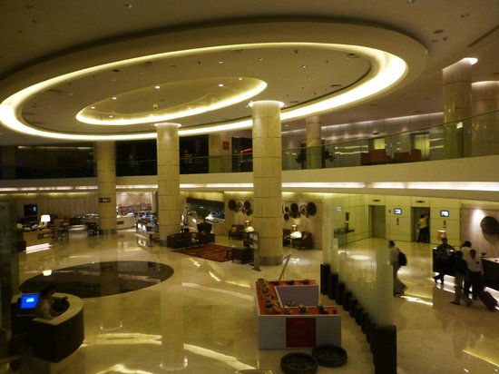 Courtyard by Marriott Mumbai International Airport: Lobby at the Courtyard