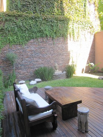 Ilum Experience Home : The private back garden