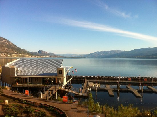 Penticton Lakeside Resort Convention Centre & Casino: View of lake and waterfront restaurant