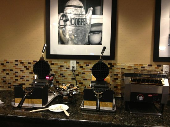 Hampton Inn & Suites Edmonton/West: Waffle Station