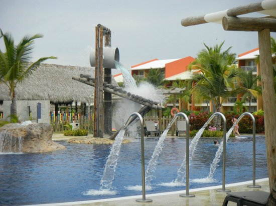 Barcelo Bavaro Palace Deluxe : kids pool with rooms in the background