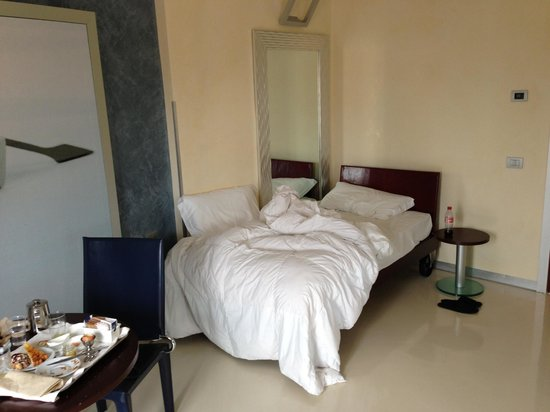 La Griffe Hotel: Junior Suite with split beds (Bed room)
