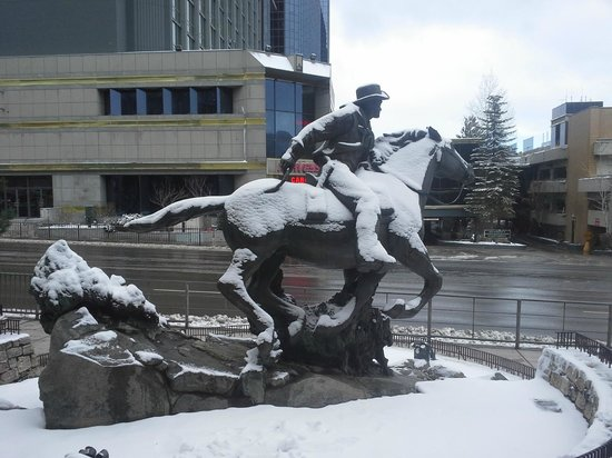 Harrah's Lake Tahoe: The Pony Express Statue out front.