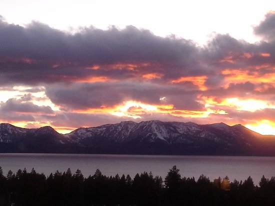 Harrah's Lake Tahoe: Sunset over Lake Tahoe as seen from our room.