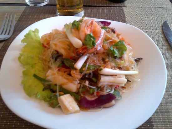 Puteaux, Frankreich: Seafood salad