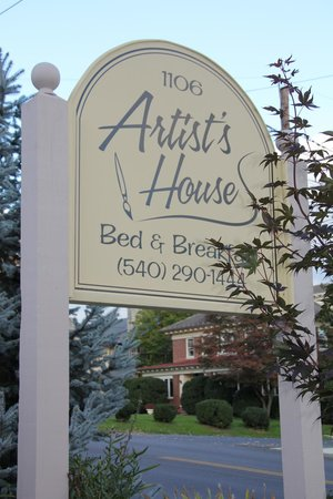 Artist's House Bed & Breakfast: Artist's House entrance