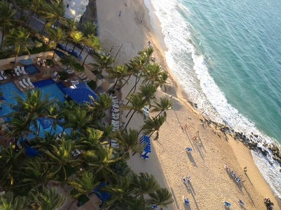 Marriott San Juan Resort &amp; Stellaris Casino: Pool and beach at Marriott Stellaris