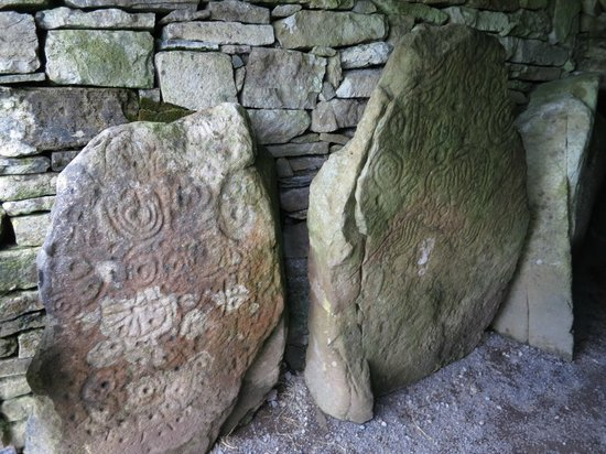 Loughcrew Megalithic Cairns: Stones just inside tomb entrance