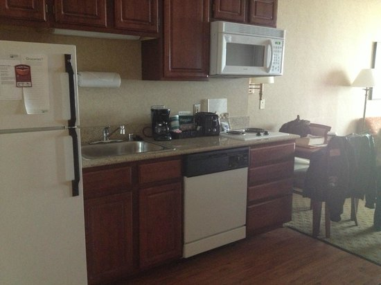 Homewood Suites by Hilton Chicago Downtown: Suite Kitchen with Dishwasher and Stove