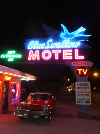 Tucumcari, NM: Entance of Blue Swallow Motel
