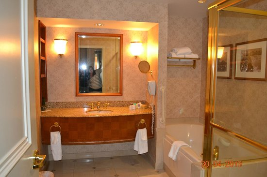 Harrah's Resort Atlantic City : bathroom