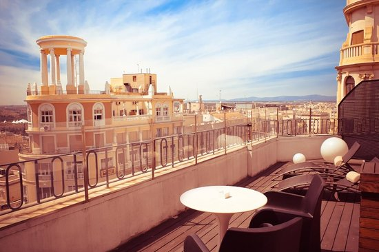 Hotel Vincci Via 66: Terrace view over Gran Via