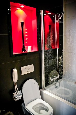 Hotel Vincci Via 66: Bathroom