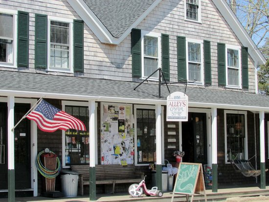 West Tisbury, MA: Alley's General Store