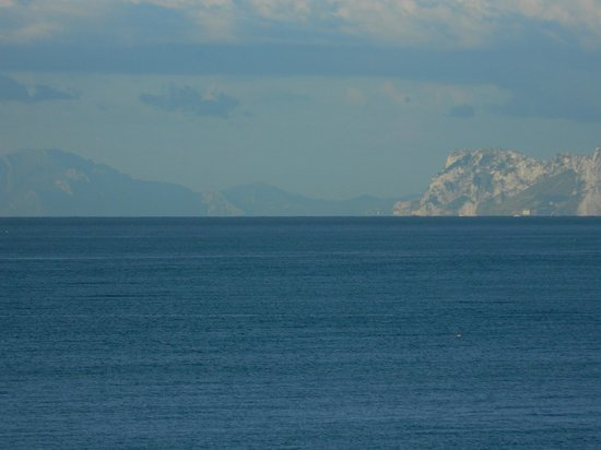 Gran Hotel Elba Estepona & Thalasso Spa : Africa is on the left, Gibraltar is on the right