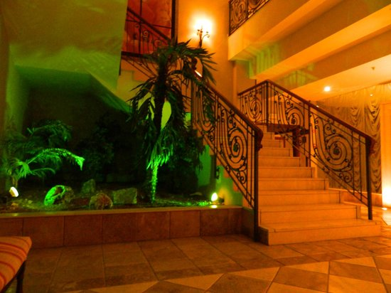 Gran Hotel Elba Estepona & Thalasso Spa : Another beautiful staircase...