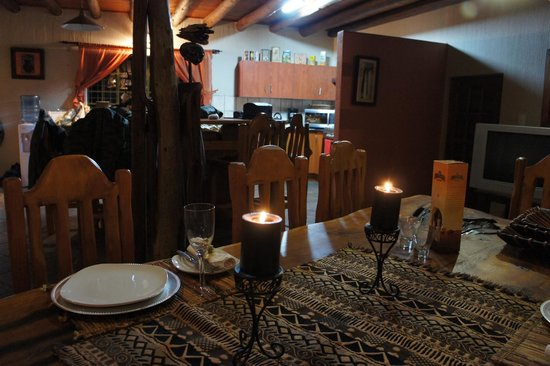 Marloth Park, Sydafrika: Khaya Romantica, Louise&#39;s  beautiful dinner