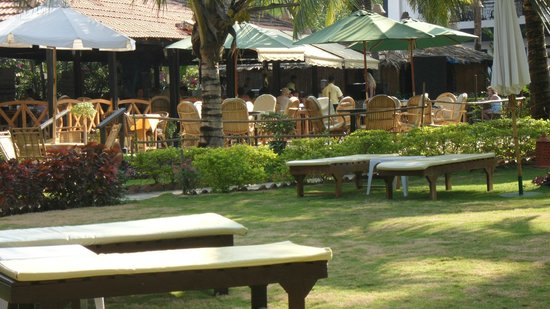 Santana Beach Resort: lovely gardens