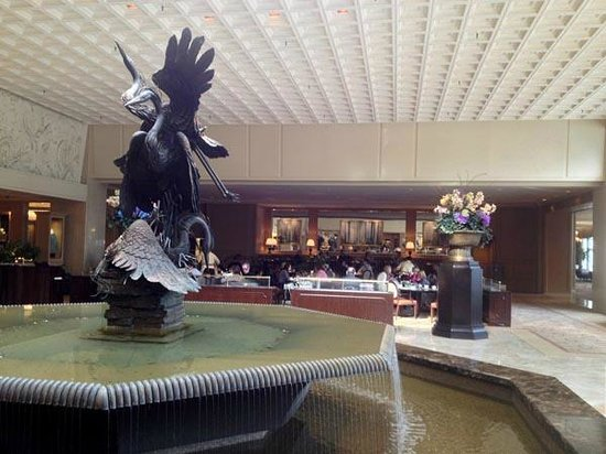 The Ritz-Carlton Chicago (A Four Seasons Hotel): Lobby with Deca restaurant in the background