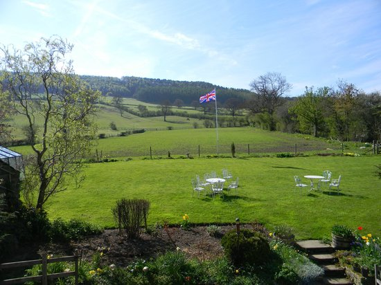 Beeley, UK: Garden and view from room
