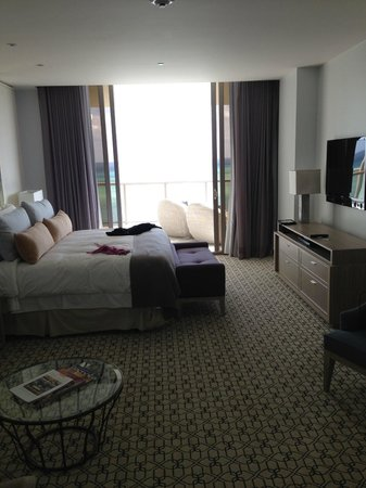 The St. Regis Bal Harbour Resort: Bedroom