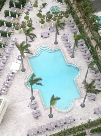The St. Regis Bal Harbour Resort: Tranquility/Adult pool with view of whirlpool