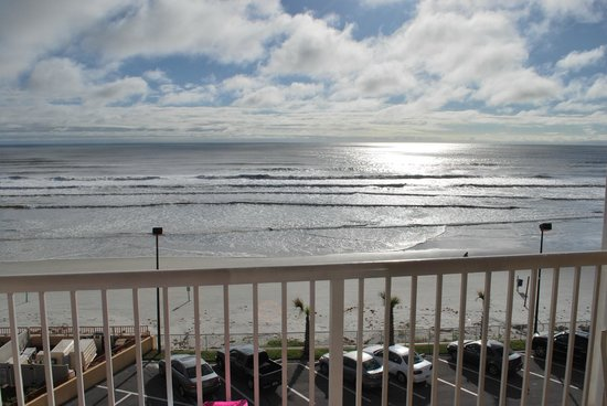 Holiday Inn Resort Daytona Beach Oceanfront : beach view 