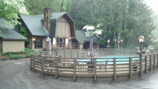 Main office and pool area for Motor lodge gatlinburg tn