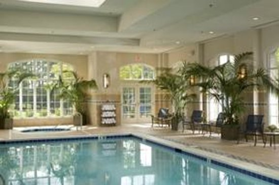 Washington Duke Inn & Golf Club: Indoor Pool with outside sunning terrace