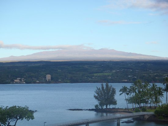 Castle Hilo Hawaiian Hotel: Mauna Kea from the 7th floor