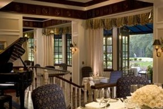 Washington Duke Inn & Golf Club: Fairview Dining Room with outdoor terrace