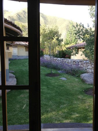 Sol & Luna Lodge & Spa: Front lawn of casita