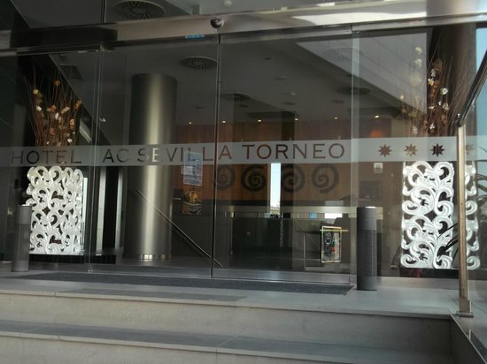 AC Hotel Sevilla Torneo by Marriott: entrance