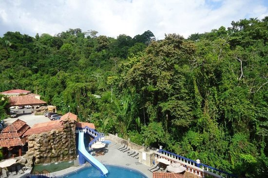 Hotel San Bada: View of the Pool which backs up to the jungle of the Manual Antonio park